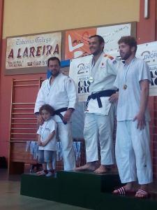 Pitu, recogiendo la medalla de plata que le acredita como subcampeón del torneo