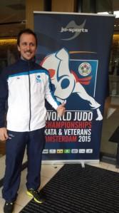 Jorge, a la entrada del hotel de acreditación del torneo