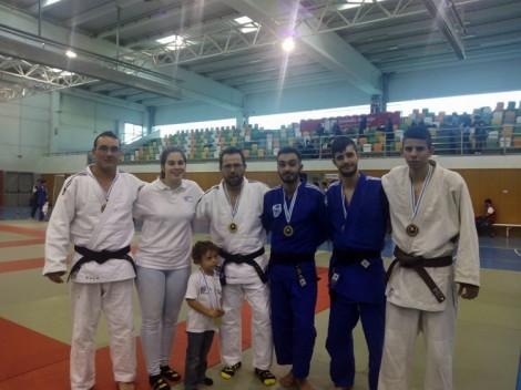 Sergio, Alba (tecnico), Pitu, Adrian, Ruben y Jorge, formando con sus respectivas medallas