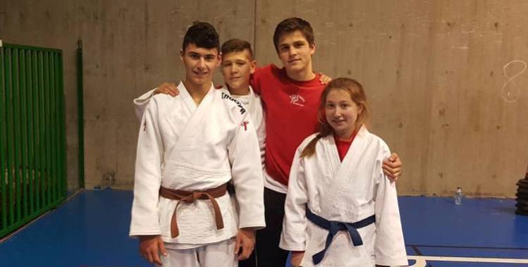 Xiao, Pablo, Román y Alba, momentos antes del comienzo de la competición sub-18